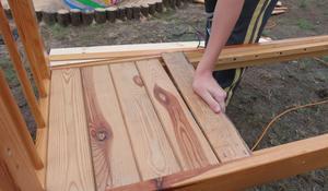 KROK III - Przykręcanie szczebli siedziska ławki ogrodowej