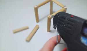 KROK III - Sklej przygotowane elementy mebli